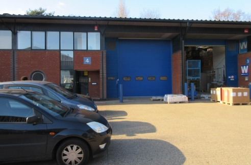 Mid terrace single storey warehouse/industrial unit