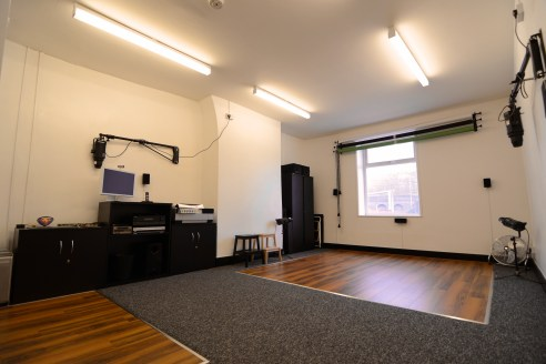 A most surprising and deceptive first floor office / studio suite which has been comprehensively refurbished to provide excellent self-contained accommodation. The space is currently occupied by a photography and cinematography company who use the ma...