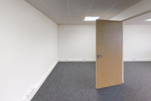 Available immediately<br><br>Dedicated business centres are a fantastic way to start your business or use as a temporary home if you are relocating or transitioning through a growth spurt. They offer flexible contract leases, a broad range of office...