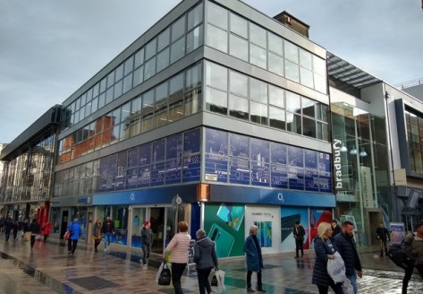 Refurbished City Centre Office Suite of c. 995 sq ft\n\nThe property fronts onto and is accessed from Castle Lane which serves as the main pedestrian walkway between Victoria Square and Donegall Place in the heart of the City Centre....