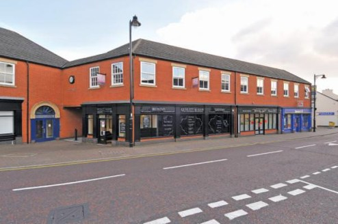 Modern flexible office accommodation available to let in Widnes town centre. Office space from 5 people upwards. Car parking available. Close to shops and amenities. Flexibility and incentives available.  Suite A1 - 1,590 sq ft - £13,250 p.a  Suite B...