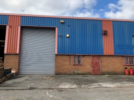 INDUSTRIAL UNIT - BLAYDON   Workshop unit with ancillary space   Popular industrial estate   Well-connected close to the A1   EPC rating D(83)   Asking Rent: £19,250 pa plus VAT (£3.73 psf)  LOCATION  Blaydon is located approximately four miles to th...