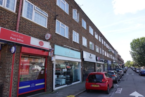 A well proportioned lock-up shop unit providing approximately 1,510 sq ft with an internal width of 18ft and built depth of 79ft. The entire property is open plan and given over to retail showroom space, plus male and female wc's. To the rear is a se...