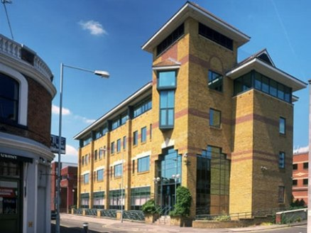 The Maidenhead business centre provides a commercial address at the start of the M4 corridor noted for its hi-tech and pharmaceutical sectors. The Thames Valley area is sought-after as a business location due to its proximity to London and key transp...