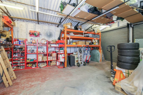 !! INVESTMENT / DEVELOPMENT OPPORTUNITY !!  Freehold shop & upper parts with double garage to the rear located close to Sutton Town Centre and Carshalton