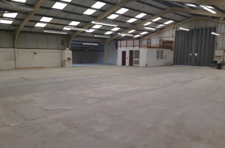 Open plan light industrial/workshop/warehouse unit with 12' (3.66m) eaves rising to 18'6 (5.48m). 5m wide x 4.75m high concertina loading door to front leading to large external concreted area suitable for loading and vehicle parking....