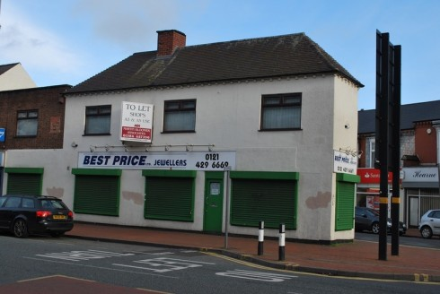 The property comprIses a ground floor retaIl unIt wIth retaIl area, two offIces, a store room and a WC. There Is a kItchen area to the rear of the property whIch provIdes access on to Poplar Road, and there Is also a...