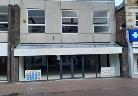 A newly refurbished lock-up shop within a prime retailing area. Retail area 1,720 sq ft (159....