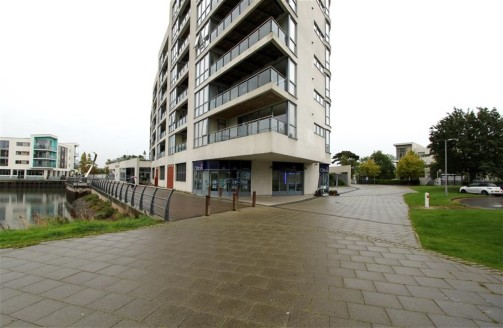 *IDEAL INVESTEMENT PROPERTY* A modern retail unit of approximately 935sqft situated in the renowned 'Mirage' building on the Portishead Marina. We understand the property benefits from A1 and A3 planning consent and is let to 'Clifton's Estate Agents...
