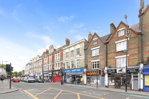 The property is an old cab office which has been gutted and stripped back, exposing high ceilings.   Located on the busy Peckham High Street, the property benefits from high footfall and traffic. The local parade of shops includes a number of indepen...