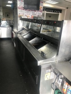 Warren Anthony Commercial are delighted to bring to the market this very busy fish & chips cafe, takeaway and fast food emporium with departmentalized traditional cafe to the rear.  The premises are situated on Bloomfield Road in Tipton, Sandwell com...