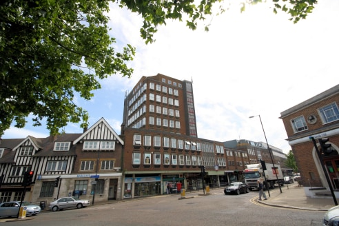 A modern office suite in this popular and well maintained building in the heart of Stanmore. The office is 437 sq ft and arranged as open plan workspace for 3-4 desks and a further private directors office or meeting room. The office has suspended ce...