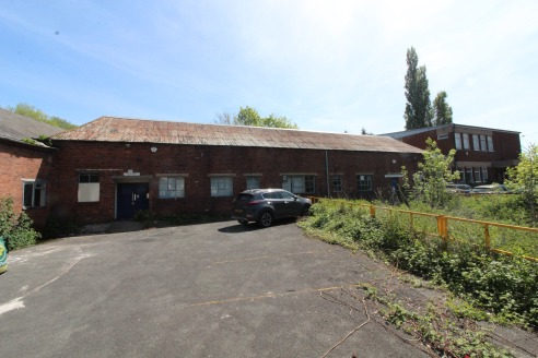 A lock up offIce/storage accommodatIon * GIA 4,467 sq ft (415 m sq) * VersatIle accommodatIon * SuItable for a range of commercIal uses Download Brochure Property DescrIptIon The sIte extends to just over 3 acres wIth sIgnIfIcant frontage to Worceste...