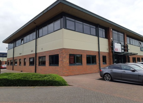 First floor office suite in prominent location close to amenities. Quality fit-out. Double glazed windows and blinds, suspended ceiling with 600 x 600 category II lighting, perimeter trunking, carpeted and well decorated. 3 separate meeting rooms, se...