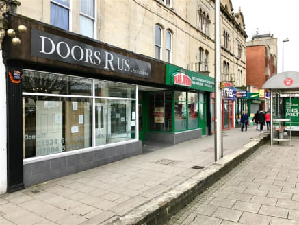 ***PRIME TRADING LOCATION***  A centrally located A3 caf/restaurant of approximately 1000sqft situated in the heart of Weston Super Mare next door to Papa Johns. The property offers retail frontage and benefits from high footfall, as well as rear acc...