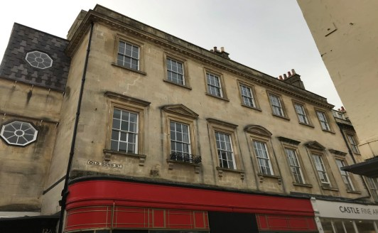 Attractive City Centre Office Space to Let.  Approximately 912 Sq Ft (84.71 Sq M)  The property is Grade II Listed and within the Bath Conservation Area. The property is accessed via a communal door shared with the residential element of the building...