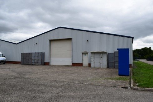 END TERRACED MODERN WORKSHOP / INDUSTRIAL PREMISES CLOSE TO MAJOR OCCUPIERS INCLUDING GESTAMP AND HITACHI.  The property comprises an end terrace workshop/warehouse/production facility of steel portal frame construction, clad externally in metal prof...