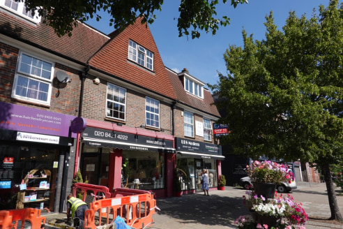 An opportunity to take over an existing lease of a ground floor lock-up shop in Hatch End. The shop is 572 sq ft plus WC and has traded for over 17years as UB8, a specialist antique and furniture store. The shop is fitted to an excellent standard wit...