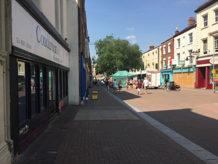 Town centre retail unit with parking.  The premises is located within the High Street which has a weekly farmers market and is situated in the main shopping area of the town centre.