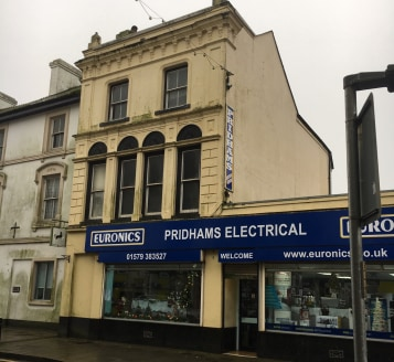 14 Fore Street, Callington for many years trading as retailer Pridhams Electrical, is a distinguished, part 3 storey and part single storey historic building. The premises offer a wide double retail frontage and display window, with a clear retail ar...