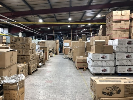 The available accommodation comprises an open plan warehouse/industrial unit, which could be suitable for a variety of uses.  In brief the space has a concrete floor, clear eaves height of 5.1m at the highest point and is heated throughout. The units...
