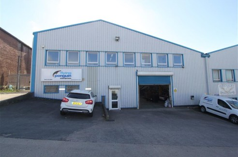 ***LARGE FREEHOLD INDUSTRIAL UNIT & OFFICES*** Opportunity to purchase a large freehold, two-storey industrial unit of approximately 12,000sqft located within the Novers Hill Trading Estate, Bedminster. The unit is conveniently located within close p...