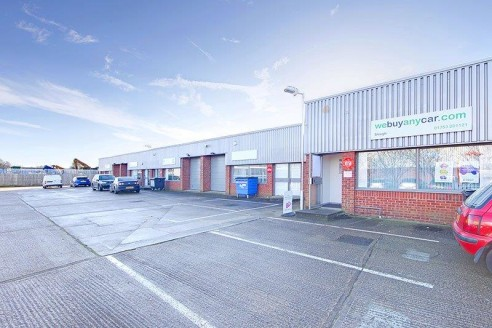 Whitby Road is conveniently located alongside the A355 Farnham Road, providing direct access to the national motorway system via the M4 to the south and M40 to the north. Junction 6 of M4 is approx 1/2 mile south and Junction 2 of M40 is approx 5 mil...