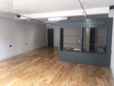 GROUND FLOOR RETAIL UNIT TO LET  The property comprises a ground floor retail unit situated in the centre of Newbury's Market Place.  The property has been well fitted to include new laminate flooring, painted walls, air conditioning, display spotlig...