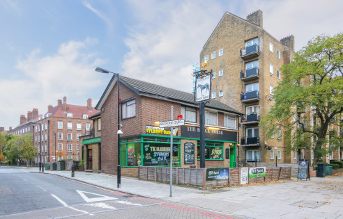 Assignment of the current lease with expiration on 31st August 2023. Seeking premium offers in the region of £20,000.   The property, set across three floors, currently operates as a pub with hostel lodging upper. The ground floor has an open plan la...