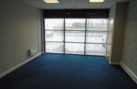 Office / Showroom Unit of c. 2,105 sq ft\n\nLarne, which has a district population of c. 30,000 persons, is a busy provincial town on the eastern coast of Co. Antrim c....