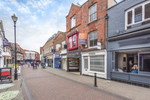 The property is located in the ever popular retail area of Peascod Street in the historic town of Windsor which is located 24 miles west of Central London and one of the UK's leading tourist destinations. The town benefits from excellent transport li...