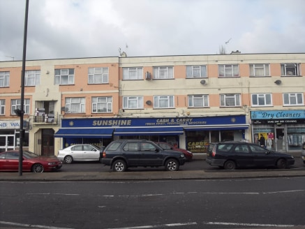 Commercial for sale\n\nalexandra park is pleased to offer this triple unit lock up shop to let. The property is located on a busy parade in South Harrow. The premises is aproximately 2000 sq ft. Rent £35,000 pa. Triple Unit Lock Up Shop\nAppro...