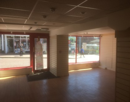 Prominent Retail Showroom   High Footfall   Centre of Macclesfield   Double Fronted   Self Contained   Ground Floor Premises  LOCATION  The property is on the western side of Mill Street on Macclesfield's main shopping street. Nearby occupiers includ...