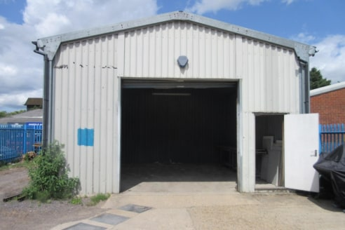 Warehouse/industrial premises with secure yard