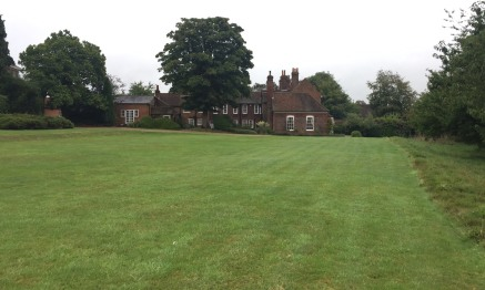 Little Hall Barn is situated in its own substantial grounds with private gated access. Ample private parking is available on site to complement the free public parking in Windsor End. The main building of this Grade II Listed property provides indivi...