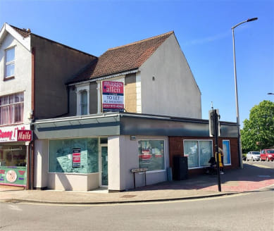 ***TWO STOREY CORNER COMMERICAL UNIT***  Prominent office/shop unit of approximately 1,173 sqft situated on the busy Regent Street in Kingswood within close proximity to the Kings Chase Shopping Centre. The property comprises a large open plan office...