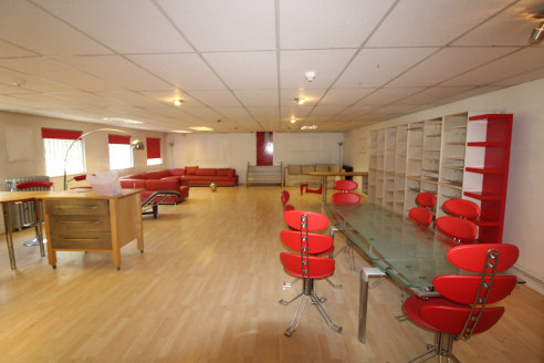 Warehouse/ Workshop/ Storage and Office with Large Flat - Total GIA 7,309 ft2 (679.02 m2)...