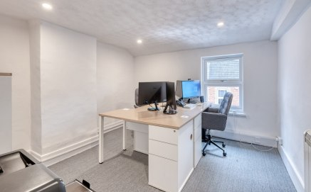 42B Worcester Road is a self contained second floor office suite which has been fully refurbished throughout. The property is situated within 100 yards of Bromsgrove's High Street, ideal fro start up businesses with flexible lease terms available.