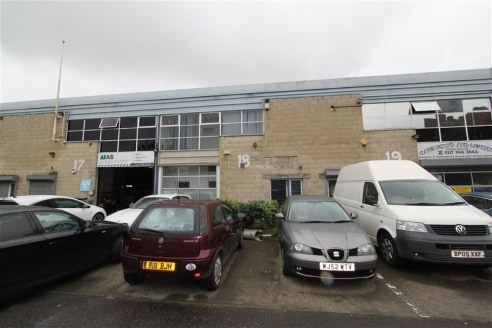 A light industrial unit of approximately 1,040sqft with additional mezzanine office of approximately 165sqft benefiting from three phase electric, roller shutter access and separate access to the first floor office. The unit is situated in a convenie...