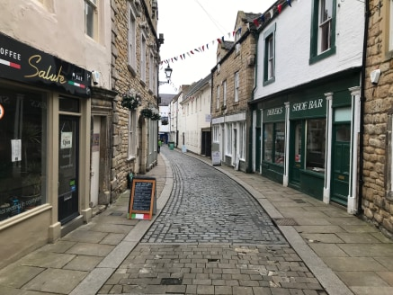 TO LET - RETAIL UNITS - HEXHAM  LOCATION  The Property is located in the heart of Hexham town centre and occupies a prominent position on St Marys Chare. St Marys Chare runs parallel with Fore Street which is Hexham's prime retail thoroughfare.  Hexh...