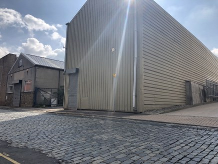 AVAILABLE TO LET ON A SHORT TERM BASIS ONLY £1,000 PER MONTH EXCLUSIVE.  The property briefly comprises a trade counter industrial unit benefitting from two further adjoining warehouses. All units can be accesses internally and benefit from solid flo...