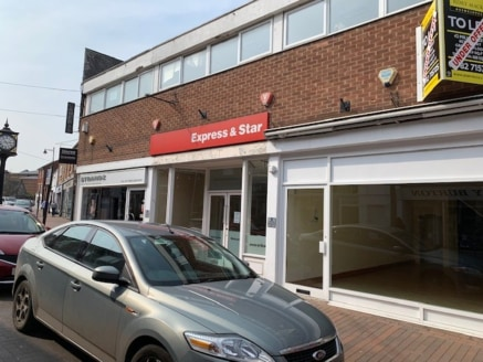 A fantastic retail unit situated along a parade of mixed use commercial retail units, together with first floor offices. Located on the popular Mill Street within Stafford town centre and close by to the newly built Riverside development.