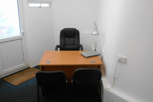 Office to let willenhall town bills included free broadband approx 12ft X 11 ft L shaped...