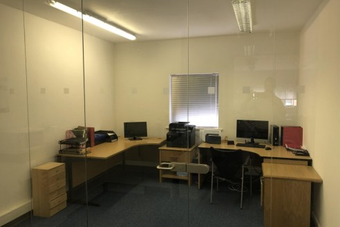 The premises provide modern first floor office accommodation of 872 sq.ft (81.01 sq.m), situated within a high quality business park....