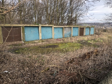 A derelict former garage site offering potential for a variety of uses within the Greenbelt or redevelopment subject to the appropriate planning approvals. The site has gated drive in access from the road and adjoins open fields and with woodland to...