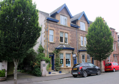 Attractive 5-Bedroom Guest House with Spacious Owners Accommodation in the Ever-Popular Town of Callander. * Rarely available, well-established bed and breakfast ideally located in the center of the popular tourist town of Callander within the beauti...