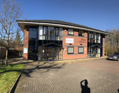 Open plan ground floor office comprising 1,000 sq ft to let. - Ideal for small local business  The modern air conditioned office benefits from 5 car parking spaces and superfast broadband up to 100MB via www.airband.co.uk  The first floor is occupied...