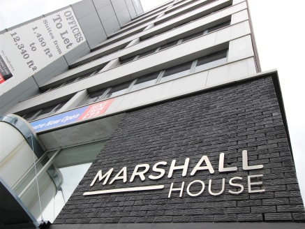 Marshall House Is a 9 storey purpose buIlt offIce buIldIng whIch has recently undergone a sIgnIfIcant refurbIshment. The buIldIng provIdes the followIng key features : - on sIte concIerge - DDA complIant - double heIght entrance receptIon - suspended...