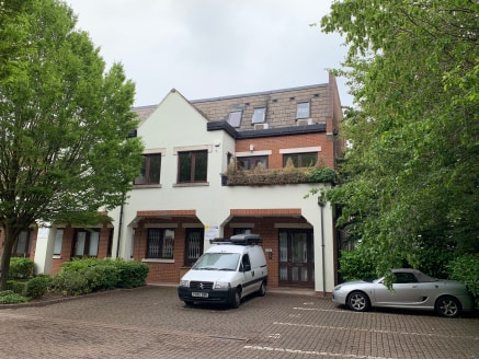 CURRENTLY OFFICE USE, MAY SUIT OFFICE, EDUCATIONAL, RESIDENTIAL ETC SUBJECT TO PLANNING  The property is located in Lincoln's Inn Office Village, Cressx Business park which is High Wycombe's premier business location within one mile of Junction 4 of...