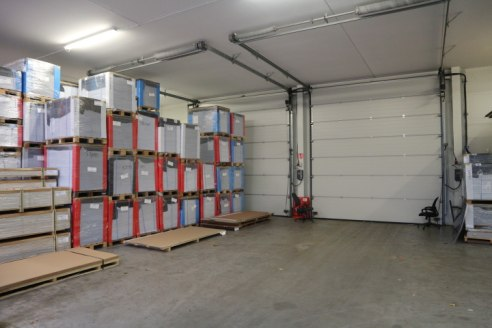 Modern High Specification Industrial / Warehouse with 8.5m clear height, 2 large loading doors and good loading / parking